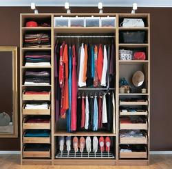 Как разобрать вещи в шкафу