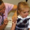 Ребенок боится врачей: что делать